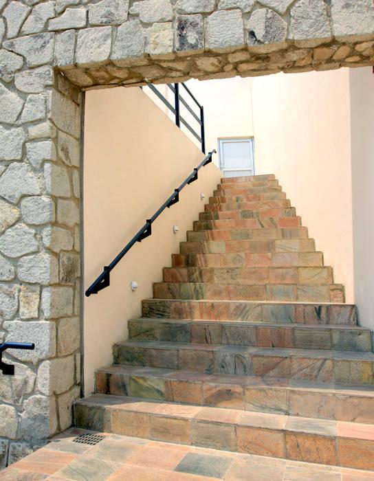 alexandro velázquez Modern Corridor, Hallway and Staircase