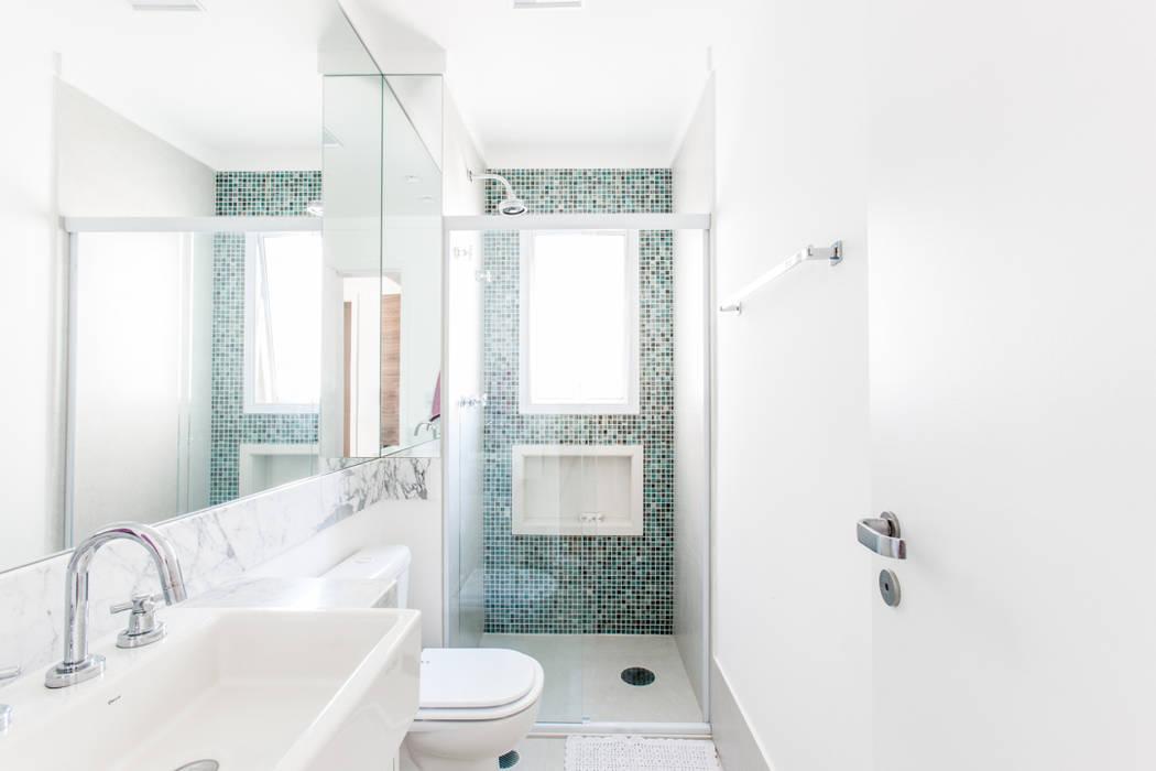 03_Projeto de Interiores Banheiros modernos por Paula Carvalho Arquitetura Moderno