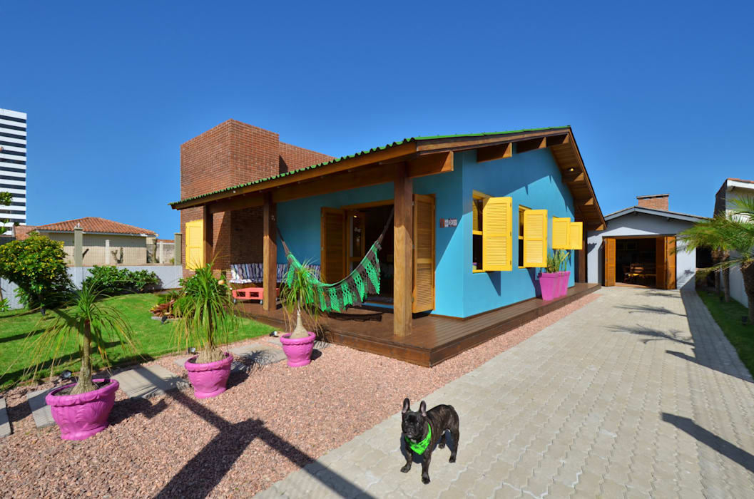 Tropical style houses by Arquitetando ideias Tropical