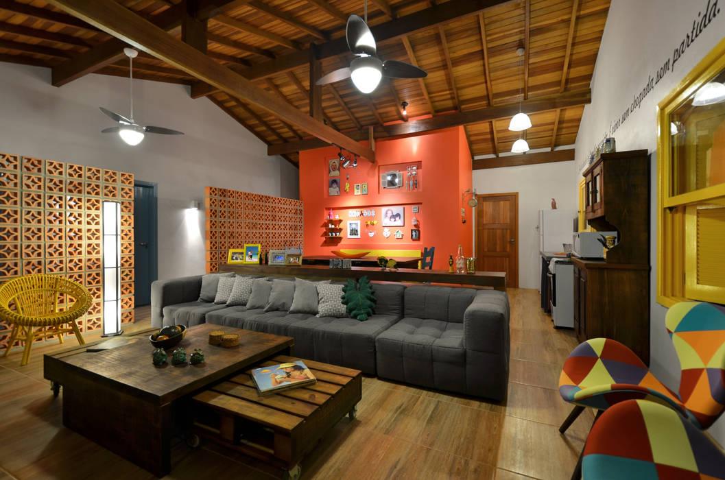 Salones tropicales de Arquitetando ideias Tropical