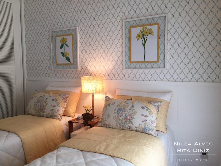 Country style bedroom by Nilza Alves e Rita Diniz Country