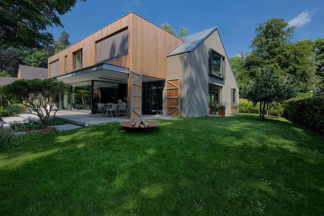 Modern amfitheater op oude stuwwal: tuin door jaap sterk hoveniers