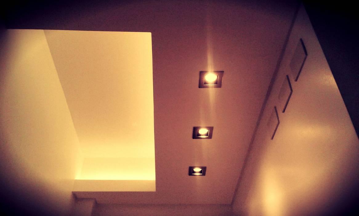 CIRCULACION: Pasillos y recibidores de estilo  por ARQ DANIEL CARRIZO