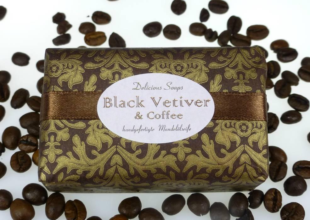 """Mandelölseife """"Black Vetiver & Coffee"""" von Delicious Soaps Seifenmanufaktur Ausgefallen"""