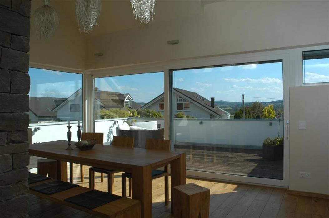 Modern Dining Room by Noesser Padberg Architekten GmbH Modern