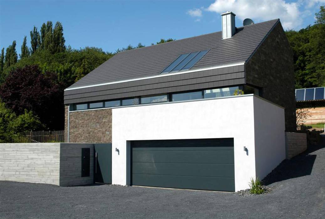 Steinhaus über dem Rheintal Moderne Häuser von Noesser Padberg Architekten GmbH Modern