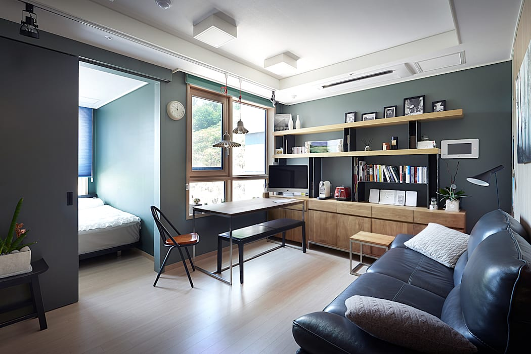 Colorful Small House 모던스타일 거실 by housetherapy 모던