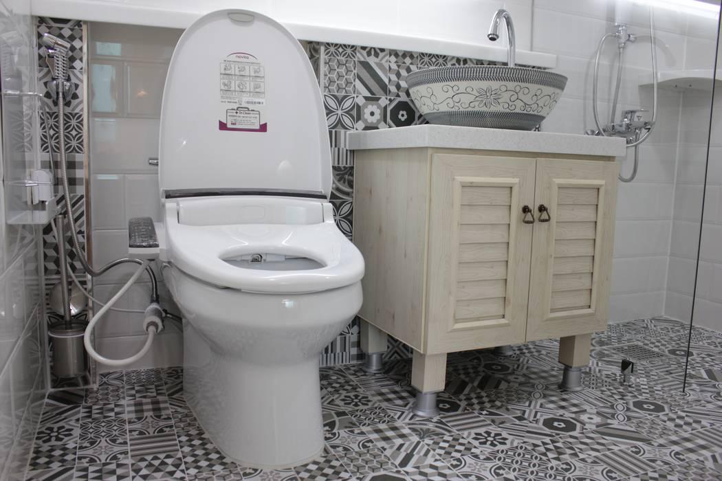 現代浴室設計點子、靈感&圖片 根據 더홈인테리어 現代風