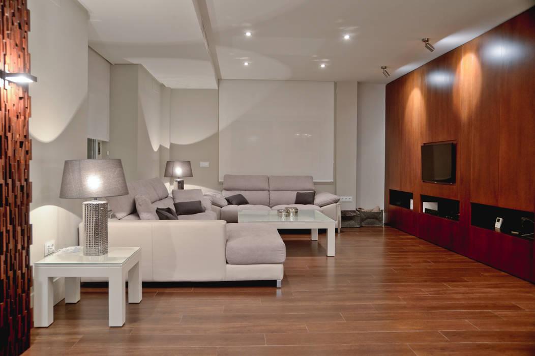 VIVIENDA PARTICULAR -2 Salones de estilo moderno de SENZA ESPACIOS Moderno