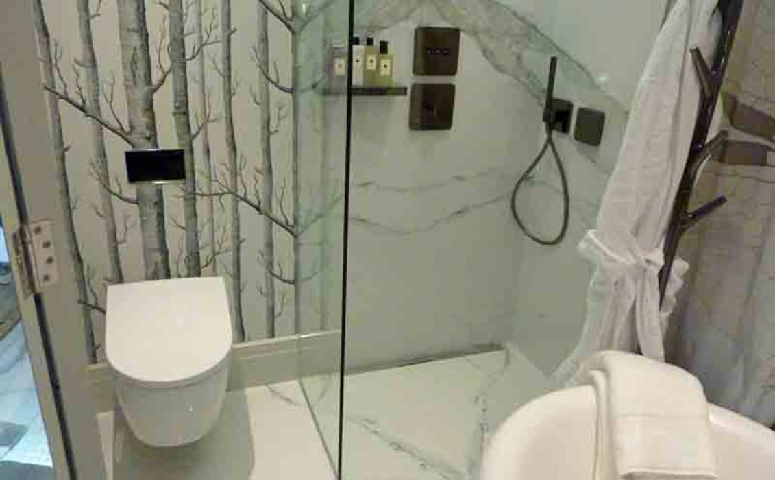 Wet Shower Room With White Calacatta Marble Effect Porcelain Tiles De Porcel Thin Moderno Porcelana Homify