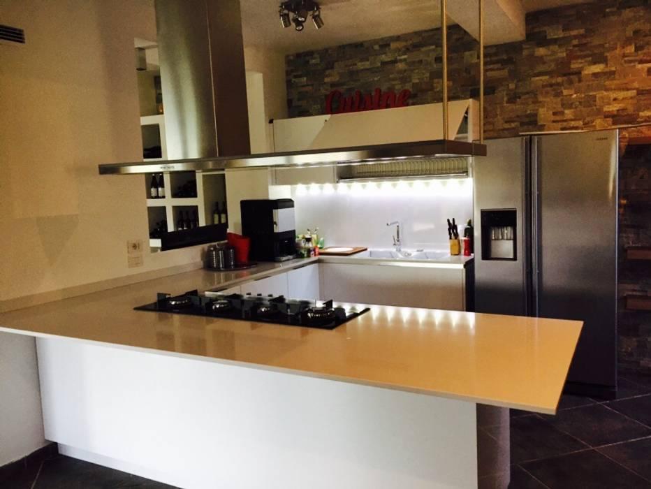 Open space 1: Cucina in stile in stile Moderno di DL interior design