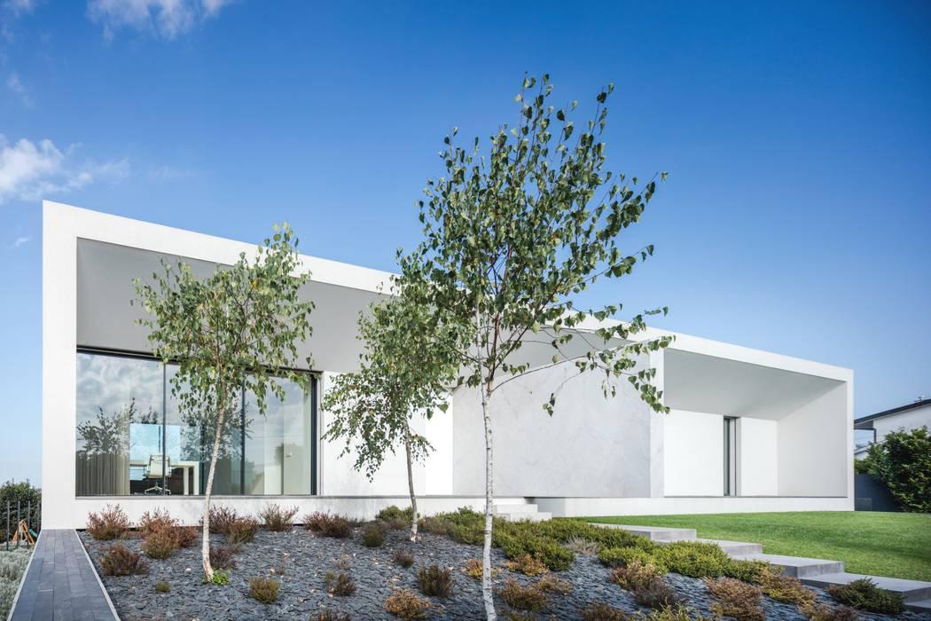 Casa Touguinhó II Jardins minimalistas por homify Minimalista