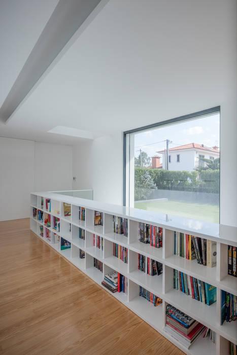 Casa Touguinhó II Corredores, halls e escadas minimalistas por Raulino Silva Arquitecto Unip. Lda Minimalista