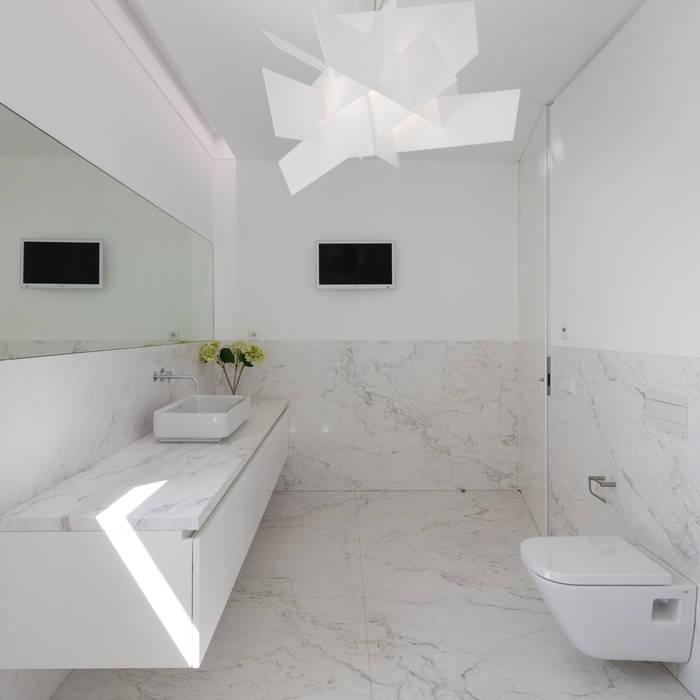 Casa Touguinhó II: Casas de banho  por Raulino Silva Arquitecto Unip. Lda,Minimalista