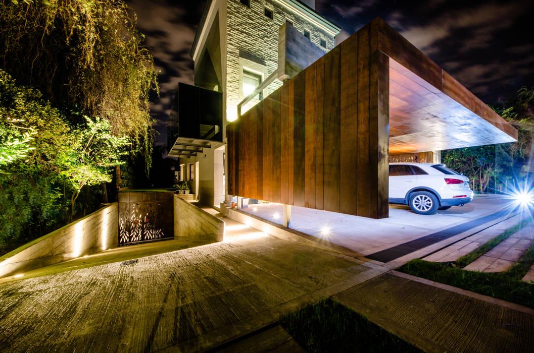 Garajes de estilo moderno de BLOS Arquitectos Moderno Cobre/Bronce/Latón