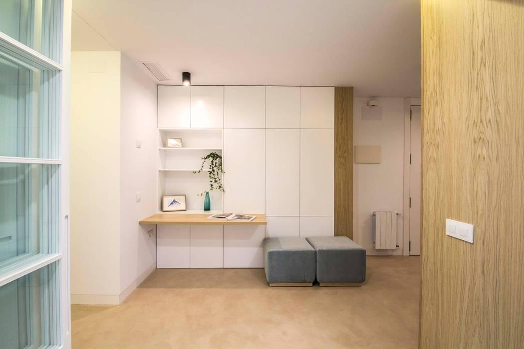 REFORMA DE VIVIENDA EN CALLE BURRIANA (VALENCIA) Estudios y despachos de estilo minimalista de DonateCaballero Arquitectos Minimalista