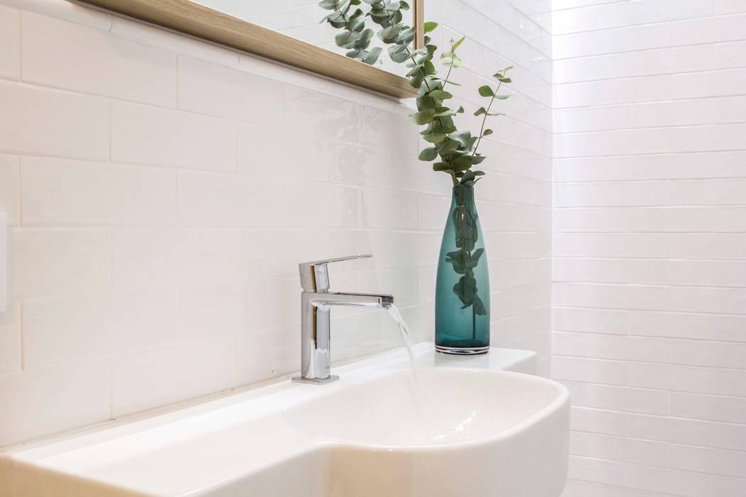 REFORMA DE VIVIENDA EN CALLE BURRIANA (VALENCIA) Baños de estilo minimalista de DonateCaballero Arquitectos Minimalista