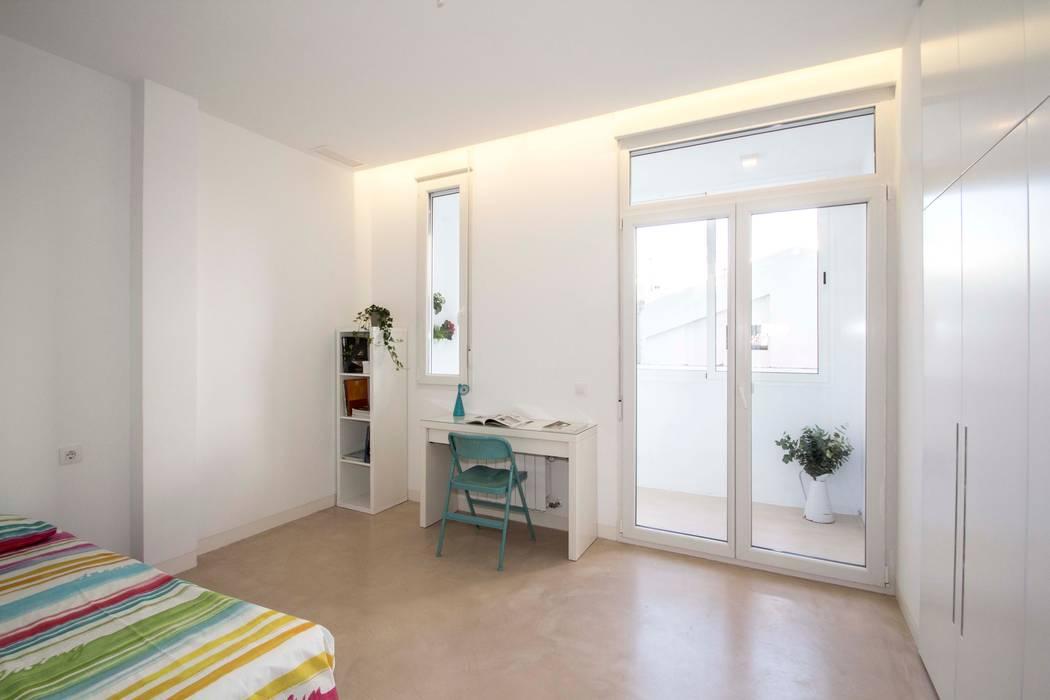 REFORMA DE VIVIENDA EN CALLE BURRIANA (VALENCIA) Dormitorios de estilo minimalista de DonateCaballero Arquitectos Minimalista