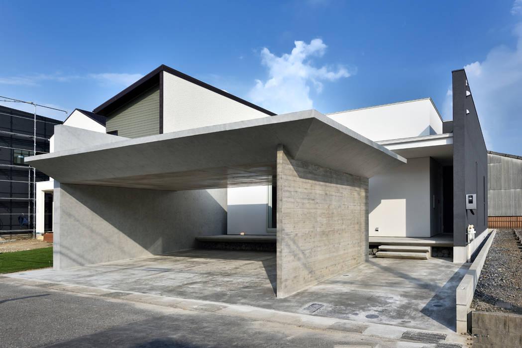 ガレージハウス×中庭のある平屋 Egawa Architectural Studio オリジナルな 家