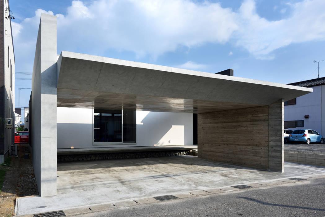ガレージハウス×中庭のある平屋 オリジナルな 家 の Egawa Architectural Studio オリジナル