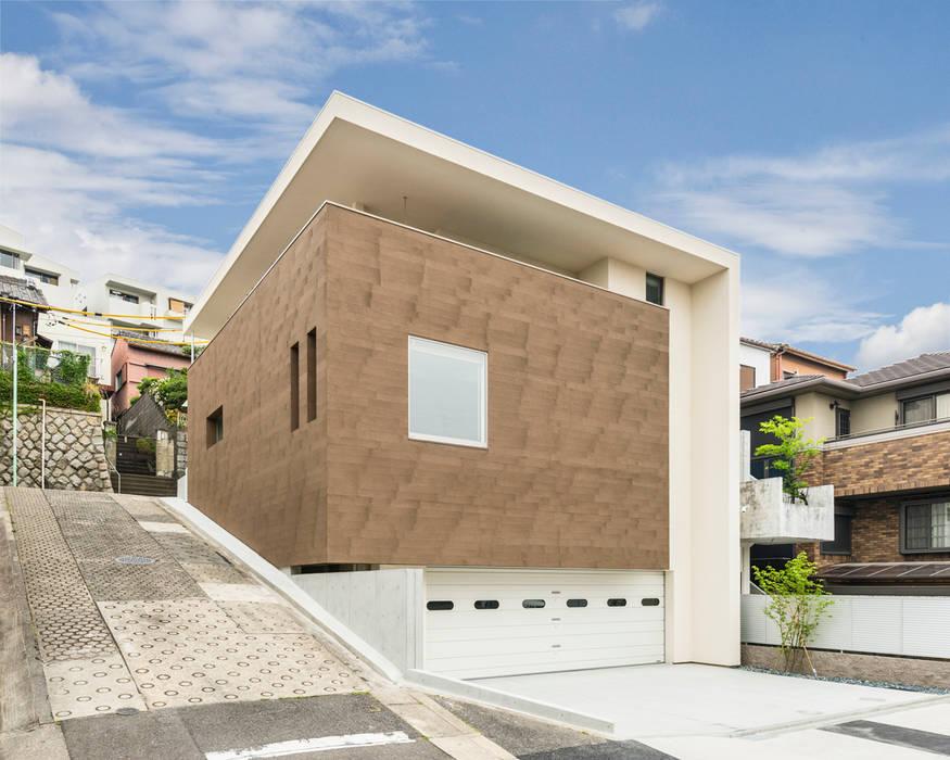 傾斜地に建つ家: Egawa Architectural Studioが手掛けた家です。