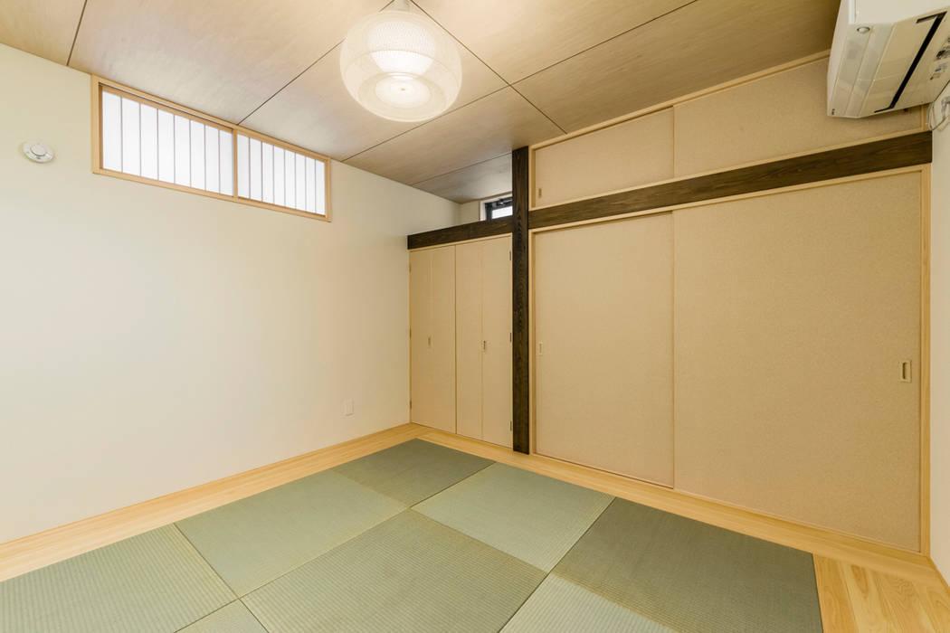 Salas multimedia de estilo ecléctico de Egawa Architectural Studio Ecléctico