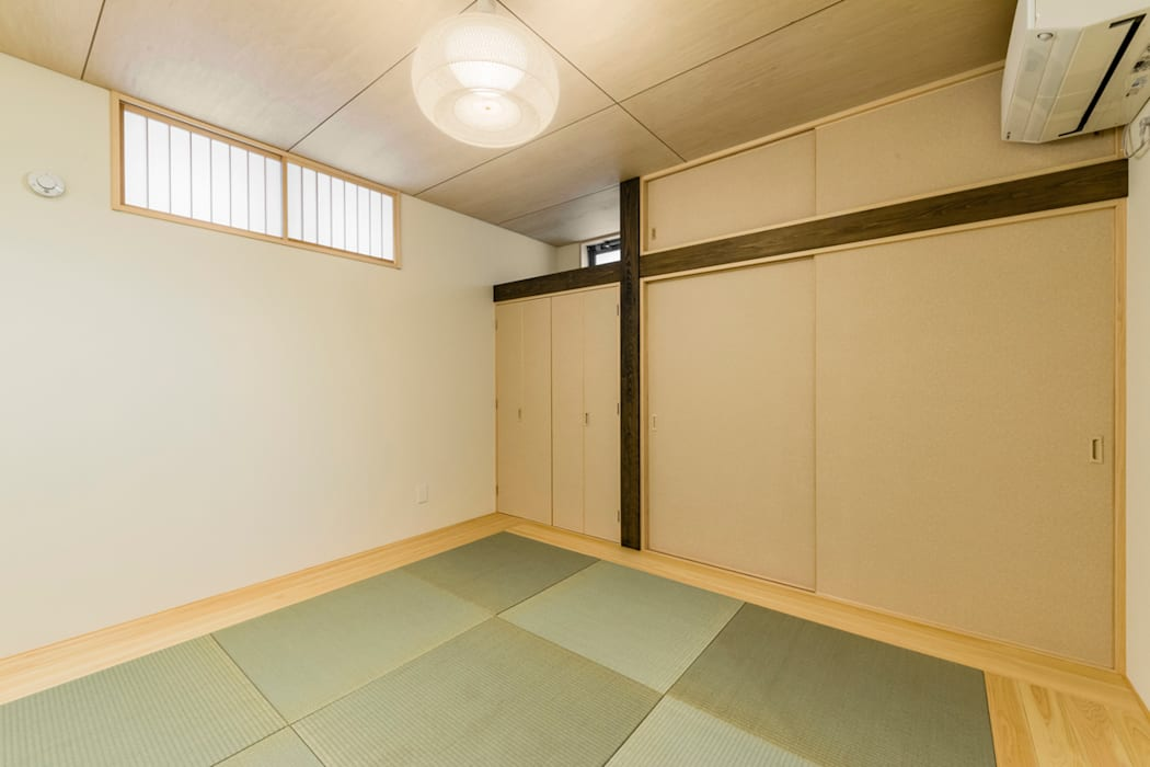 Salas multimídia ecléticas por Egawa Architectural Studio Eclético