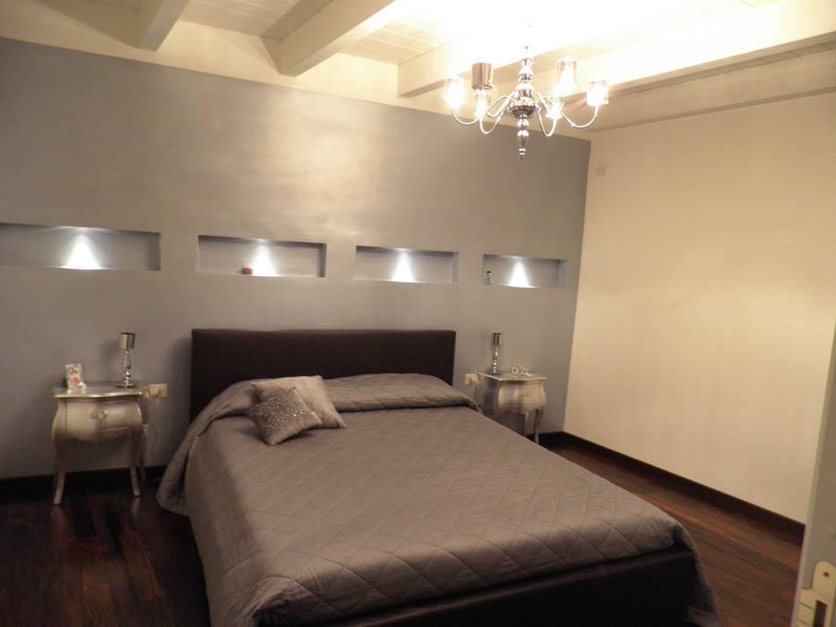 Interior Design - Restauro: Camera da letto in stile in stile Classico di Filippo Fiori       Architetto