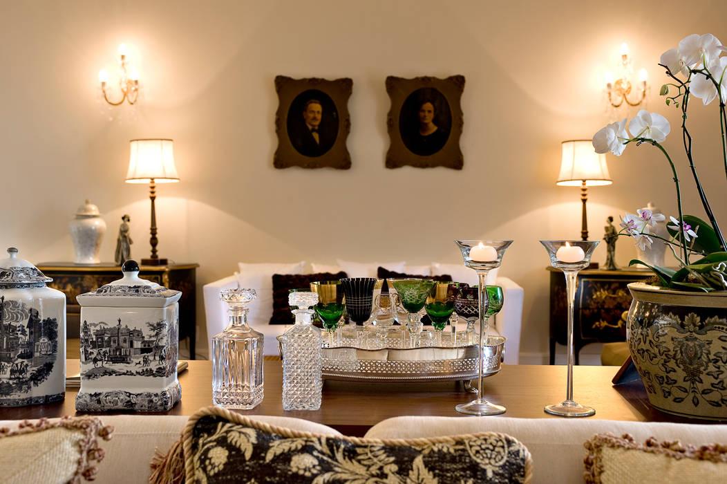 Salones de estilo clásico de Two Design Clásico