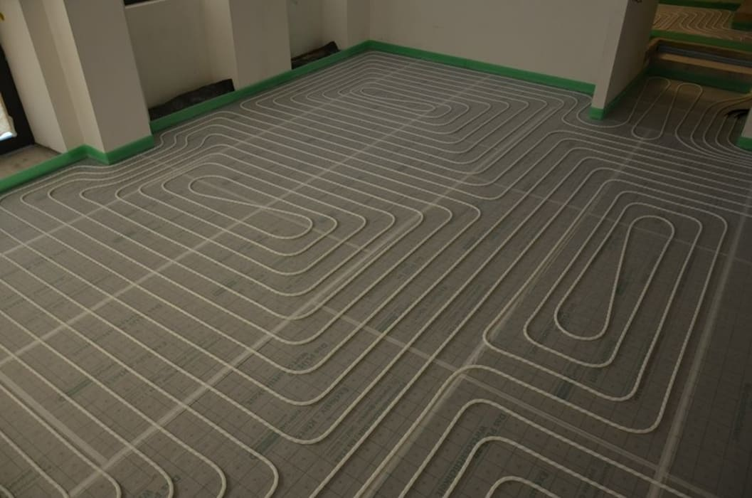 EMPUR Underfloor heating / piso radiante Paredes e pisos modernos por Dynamic444 Moderno