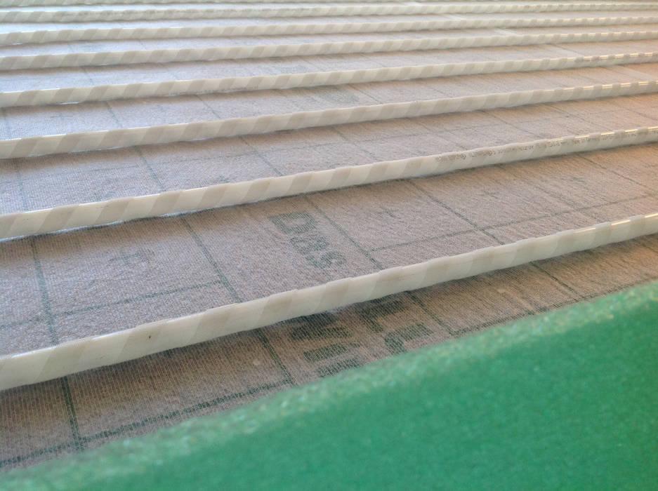 EMPUR Underfloor heating / piso radiante: Paredes  por Dynamic444,