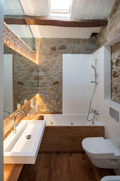 Phòng tắm phong cách mộc mạc bởi TONO BAGNO | Pasión por tu baño Mộc mạc