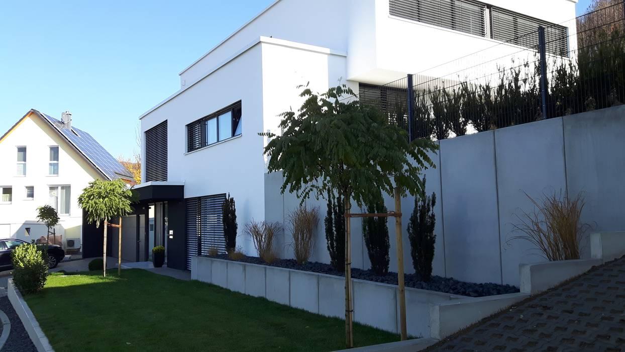Haus am hang mit weitblick: häuser von diemer architekten ...