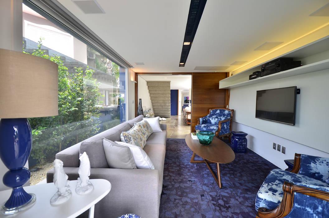 Salas de estilo moderno de HECHER YLLANA ARQUITETOS Moderno