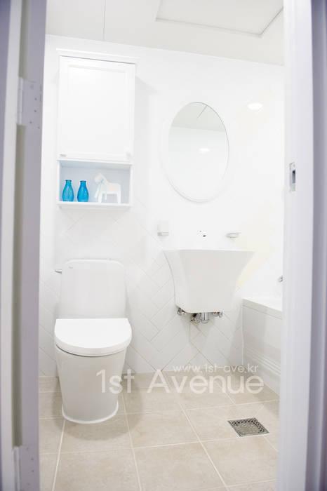 따뜻함이 가득한 홈카페 인테리어 : 퍼스트애비뉴의  욕실,모던