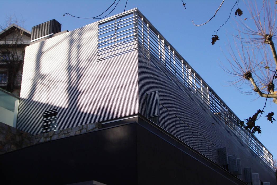 Modern Houses by asieracuriola arquitectos en San Sebastian Modern Aluminium/Zinc