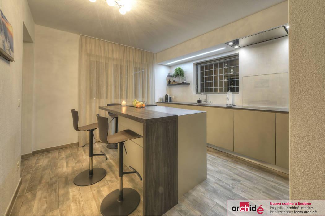Nuovo ambiente cucina: Cucina in stile in stile Moderno di Archidé SA interior design