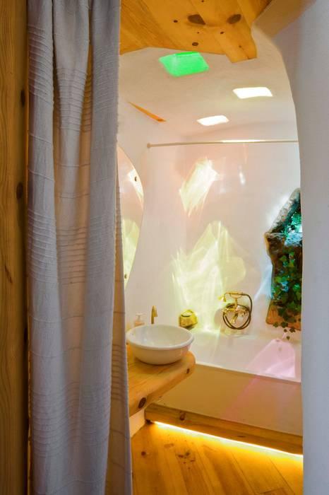 pedro quintela studio Rustic style bathroom White