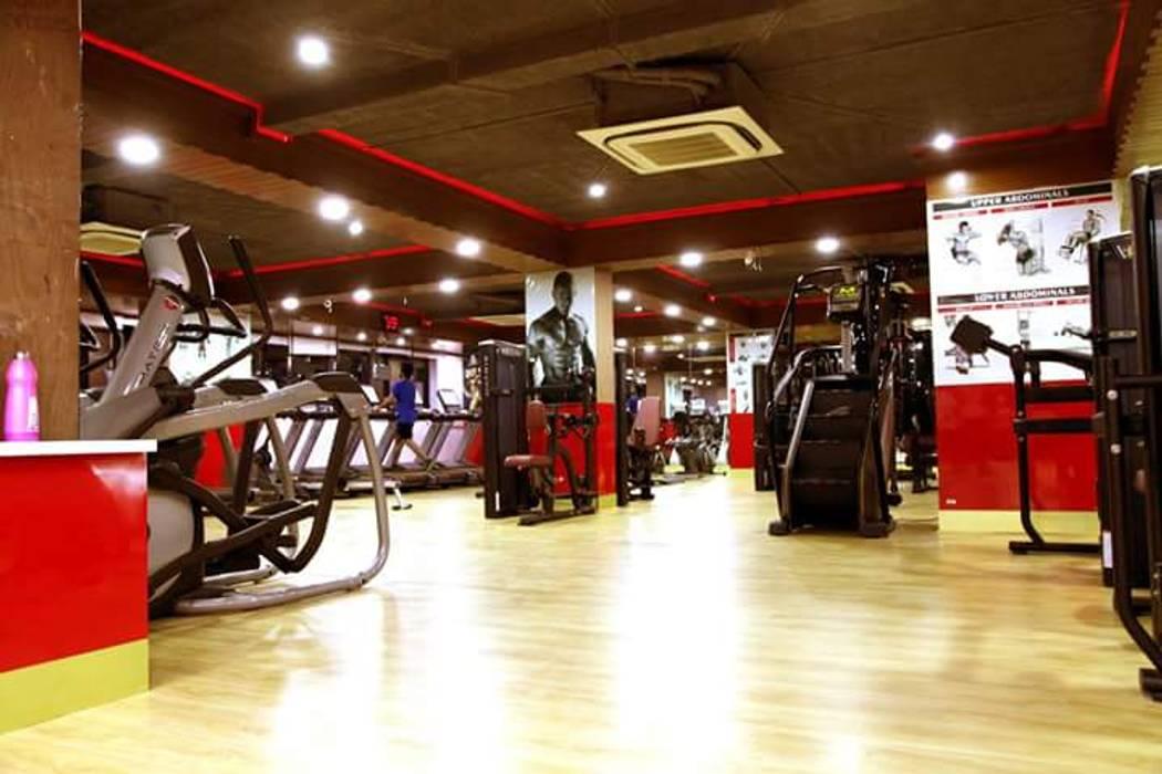 Gymnasium:  Commercial Spaces by Floor2Walls,