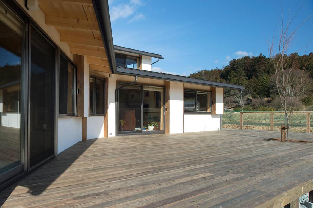 Balkon, Beranda & Teras Gaya Eklektik Oleh 大森建築設計室 Eklektik Kayu Wood effect