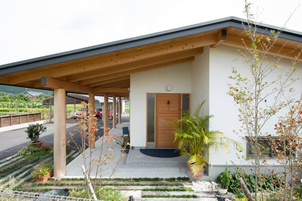 Casas de estilo ecléctico de 大森建築設計室 Ecléctico Madera Acabado en madera