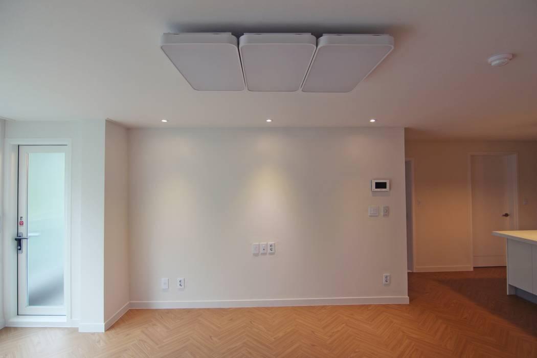 Light&Salt Design Salas de estilo moderno
