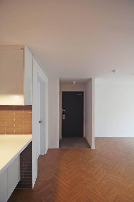 Light&Salt Design 现代客厅設計點子、靈感 & 圖片