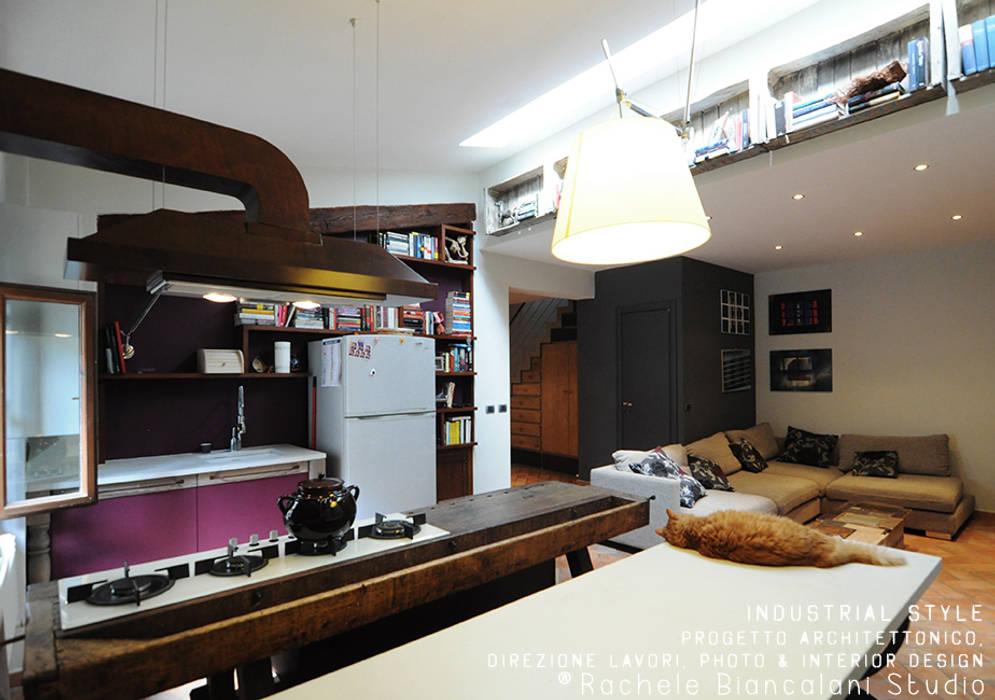 Industrial kitchen: Soggiorno in stile  di Rachele Biancalani Studio - Architecture & Design