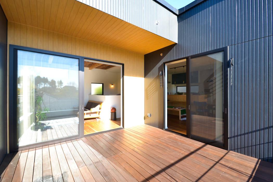 Eclectic style balcony, veranda & terrace by 株式会社スタジオ・チッタ Studio Citta Eclectic