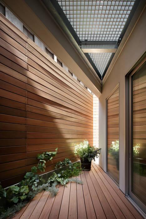 アトリエ スピノザ Scandinavian style balcony, veranda & terrace