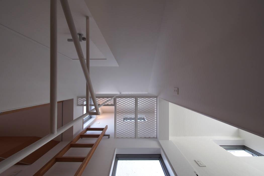 Projekty,  Korytarz, przedpokój zaprojektowane przez アトリエ スピノザ