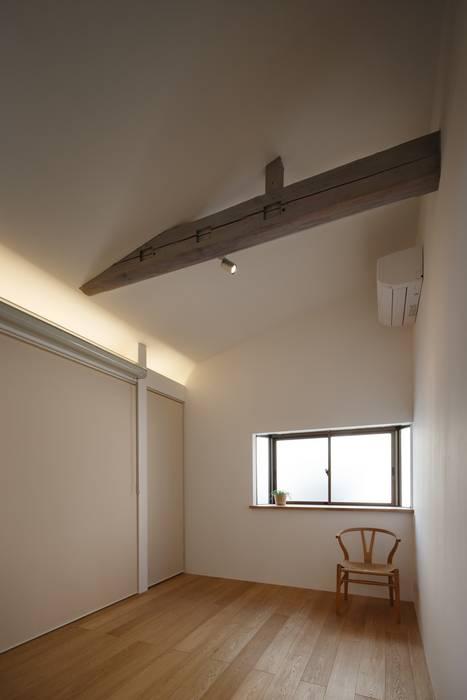 戸手本町の家(リフォーム) アトリエ スピノザ 北欧スタイルの 寝室