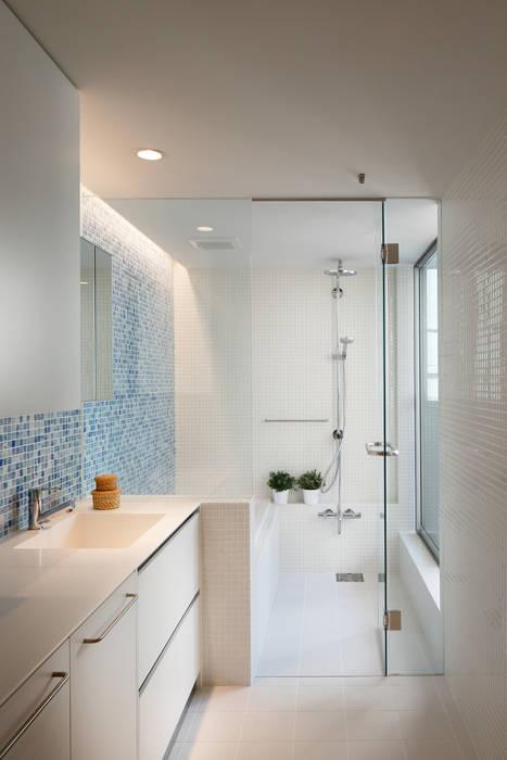 Minimalist bathroom by アトリエ スピノザ Minimalist