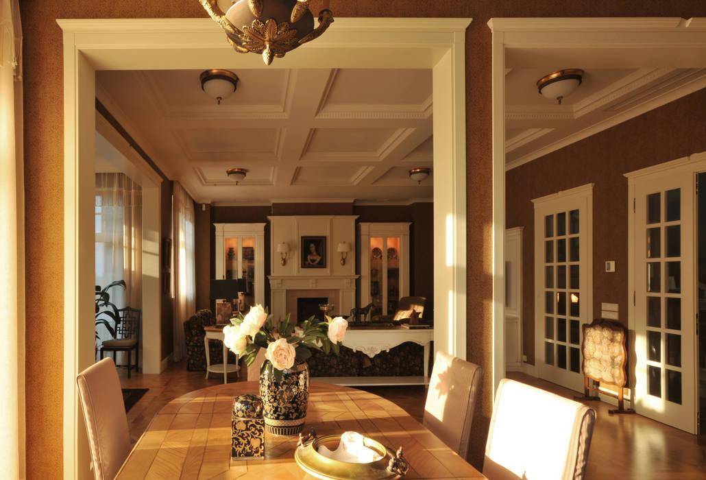 House in Darmstadt: Salle à manger de style de style Classique par Petr Kozeykin Designs LLC, 'PS Pierreswatch'